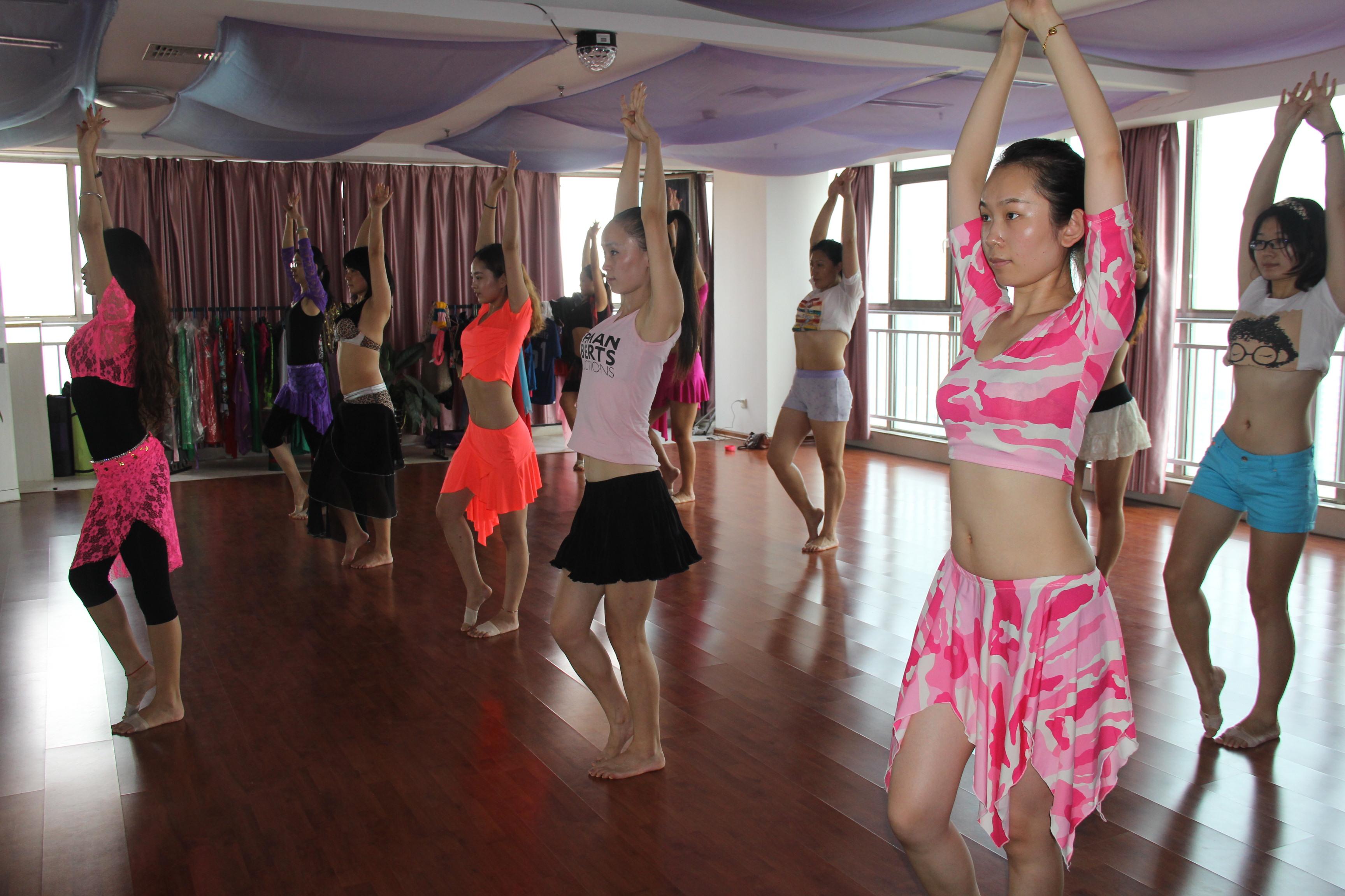 qq人舞蹈视频大全-幼儿舞蹈教学视频大全/幼儿园舞蹈